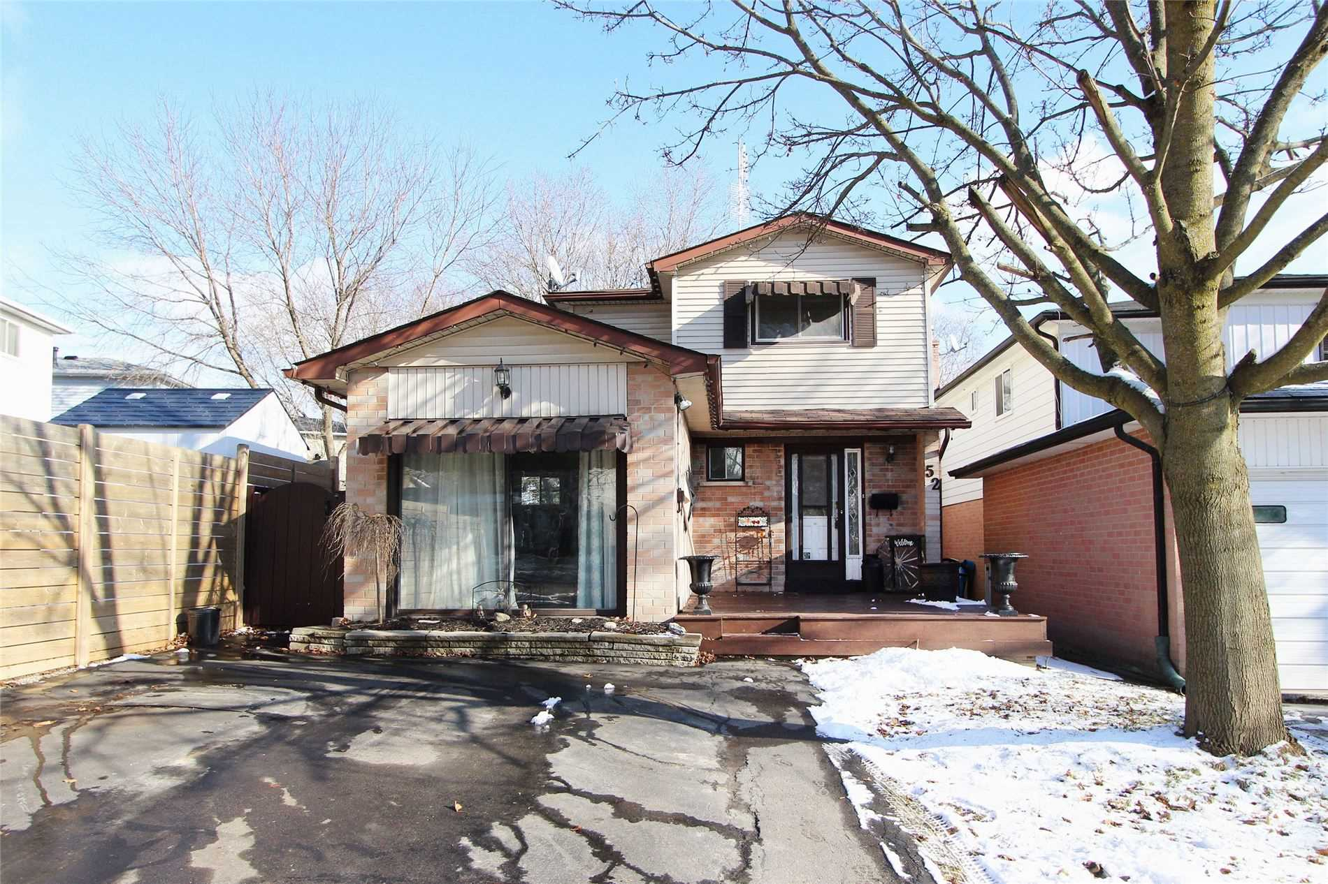 pictures of house for sale MLS: E5089537 located at 52 Hobbs Dr, Clarington L1C3L9
