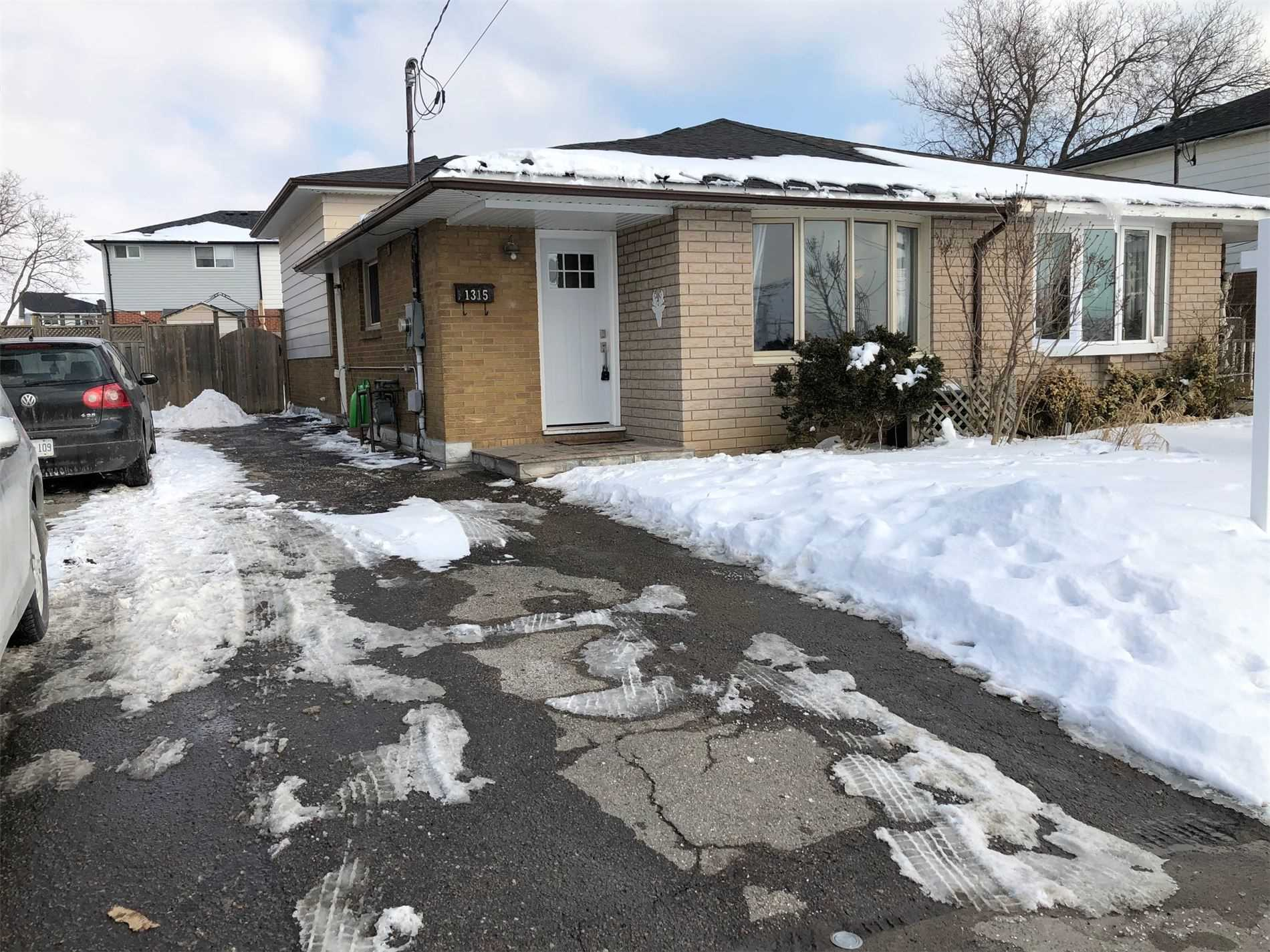 pictures of house for sale MLS: E5124069 located at 1315 Park Rd S, Oshawa L1J4K3