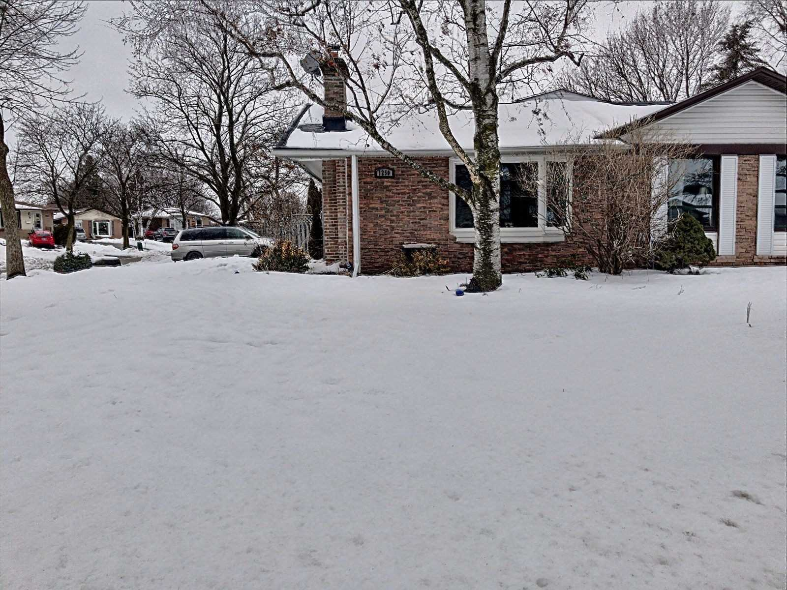 pictures of house for sale MLS: E5126205 located at 1250 Eldorado Ave, Oshawa L1K1G3