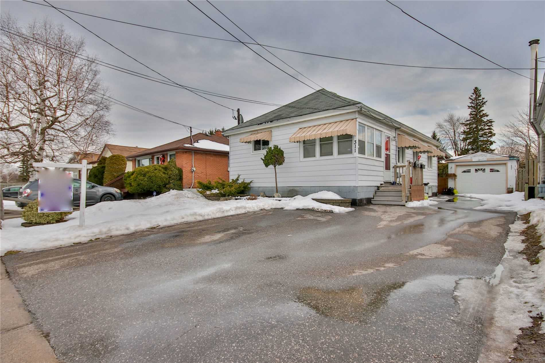 pictures of house for sale MLS: E5127019 located at 311 Annapolis Ave, Oshawa L1J2Y1