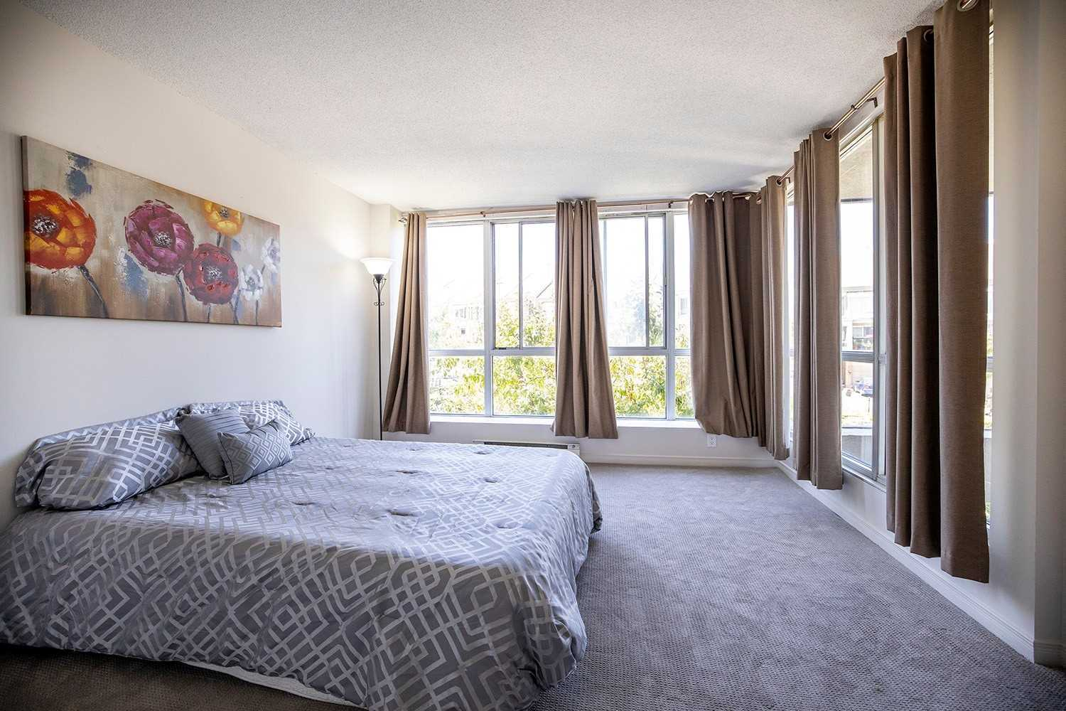 Image 3 of 20 showing inside of 2 Bedroom Condo Apt 2-Storey for Sale at 25 Cumberland Lane Unit# 112, Ajax L1S7K1