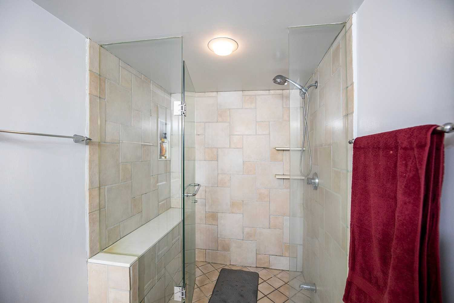 Image 5 of 20 showing inside of 2 Bedroom Condo Apt 2-Storey for Sale at 25 Cumberland Lane Unit# 112, Ajax L1S7K1