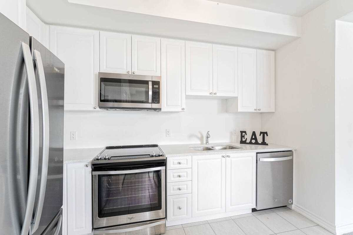 Image 3 of 38 showing inside of 2 Bedroom Condo Townhouse Stacked Townhse for Sale at 1806 Rex Heath Dr Unit# 97, Pickering L1X0E6