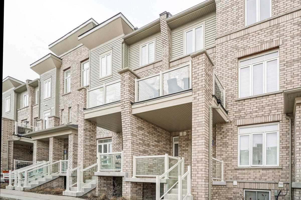 Image 12 of 38 showing inside of 2 Bedroom Condo Townhouse Stacked Townhse for Sale at 1806 Rex Heath Dr Unit# 97, Pickering L1X0E6