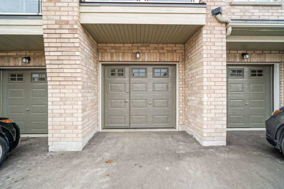 Image 32 of 38 showing inside of 2 Bedroom Condo Townhouse Stacked Townhse for Sale at 1806 Rex Heath Dr Unit# 97, Pickering L1X0E6