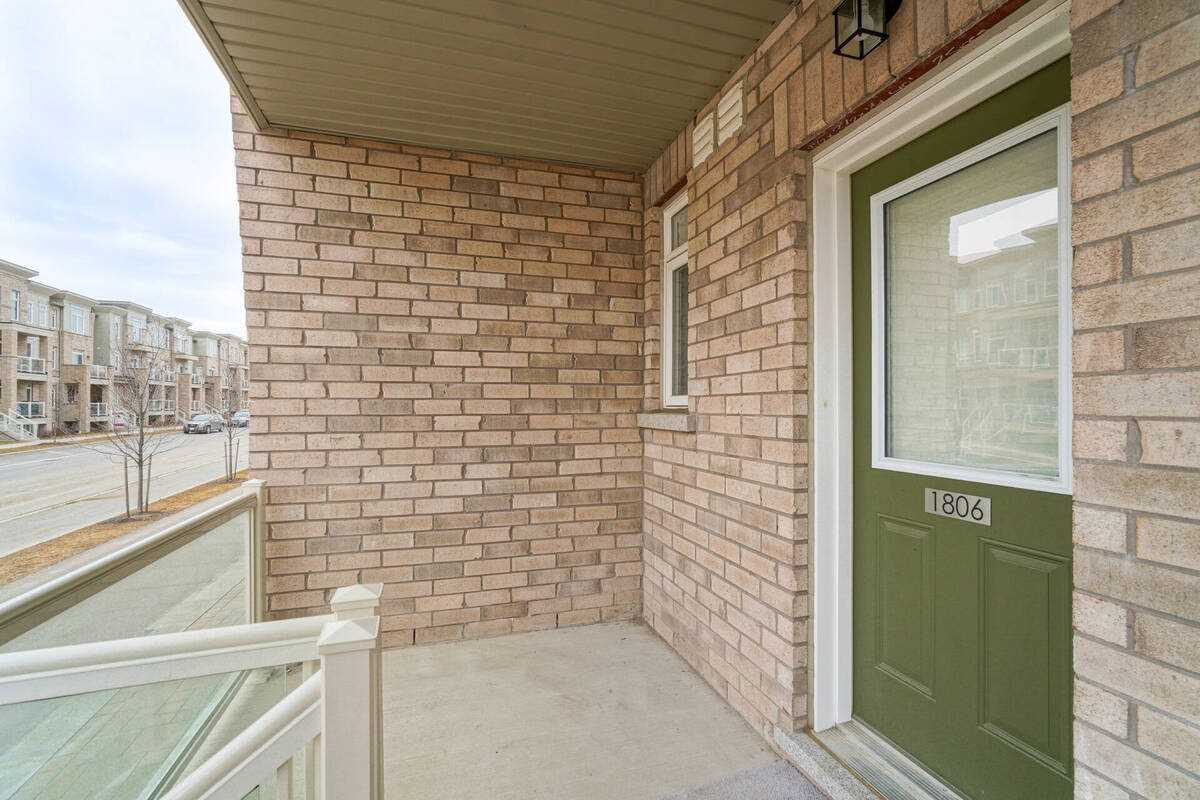 Image 34 of 38 showing inside of 2 Bedroom Condo Townhouse Stacked Townhse for Sale at 1806 Rex Heath Dr Unit# 97, Pickering L1X0E6