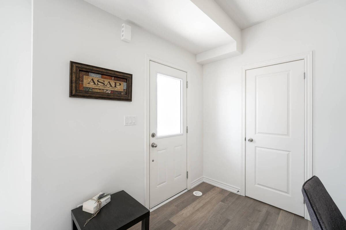 Image 35 of 38 showing inside of 2 Bedroom Condo Townhouse Stacked Townhse for Sale at 1806 Rex Heath Dr Unit# 97, Pickering L1X0E6