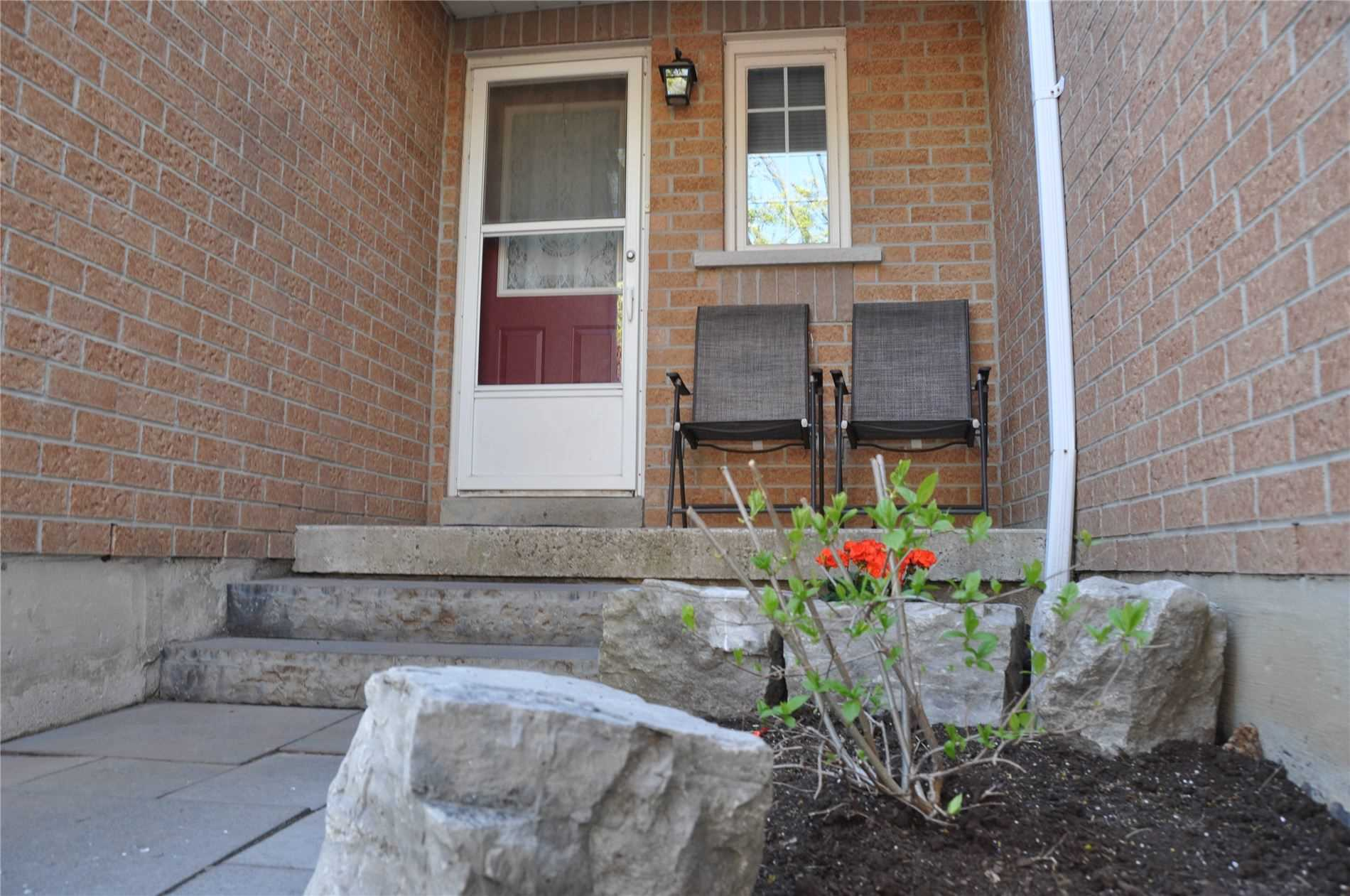Image 5 of 12 showing inside of 3 Bedroom Condo Townhouse 2-Storey for Sale at 22 Macintyre Lane Unit# 11, Ajax L1T3X3