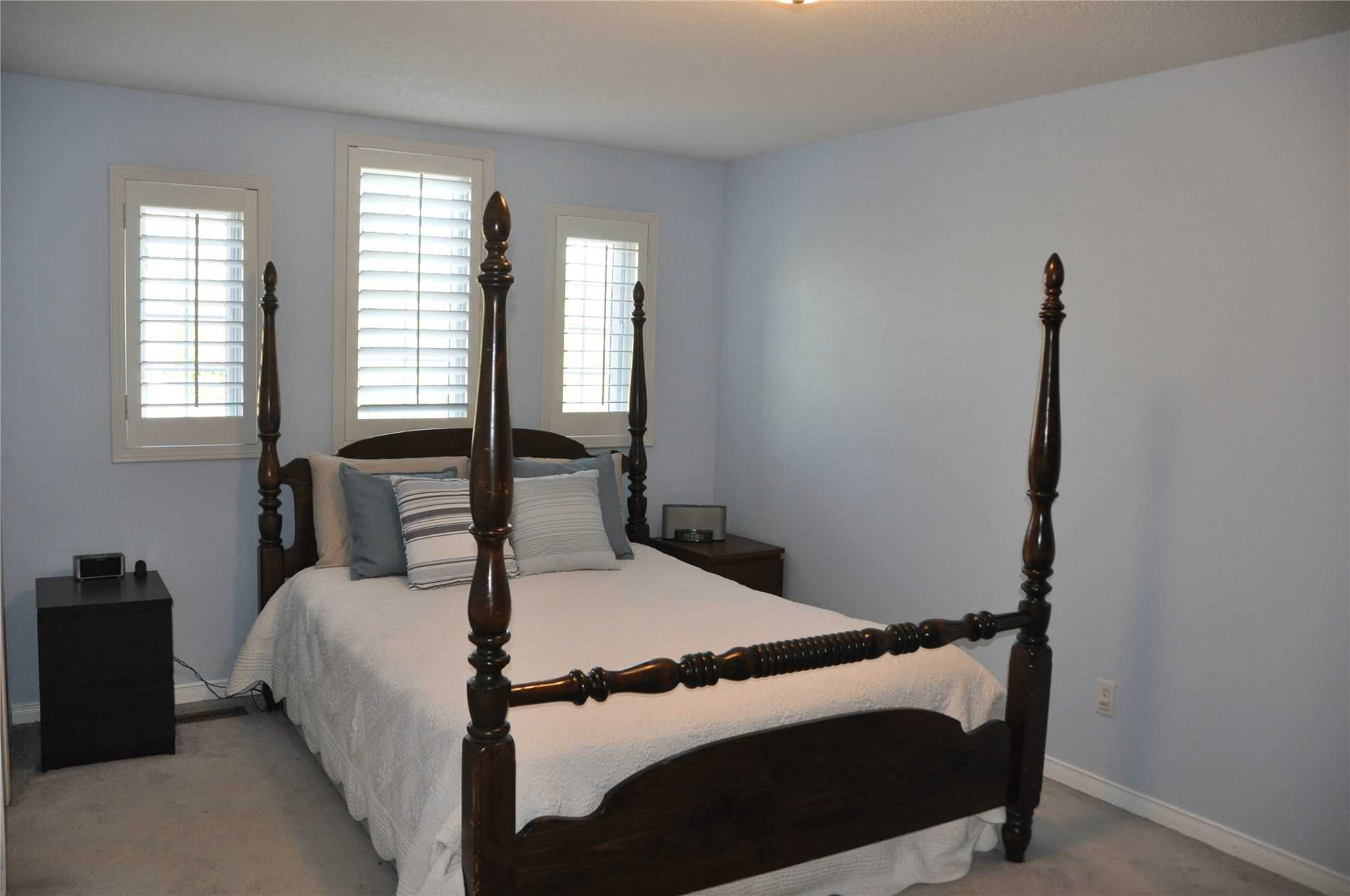 Image 11 of 12 showing inside of 3 Bedroom Condo Townhouse 2-Storey for Sale at 22 Macintyre Lane Unit# 11, Ajax L1T3X3