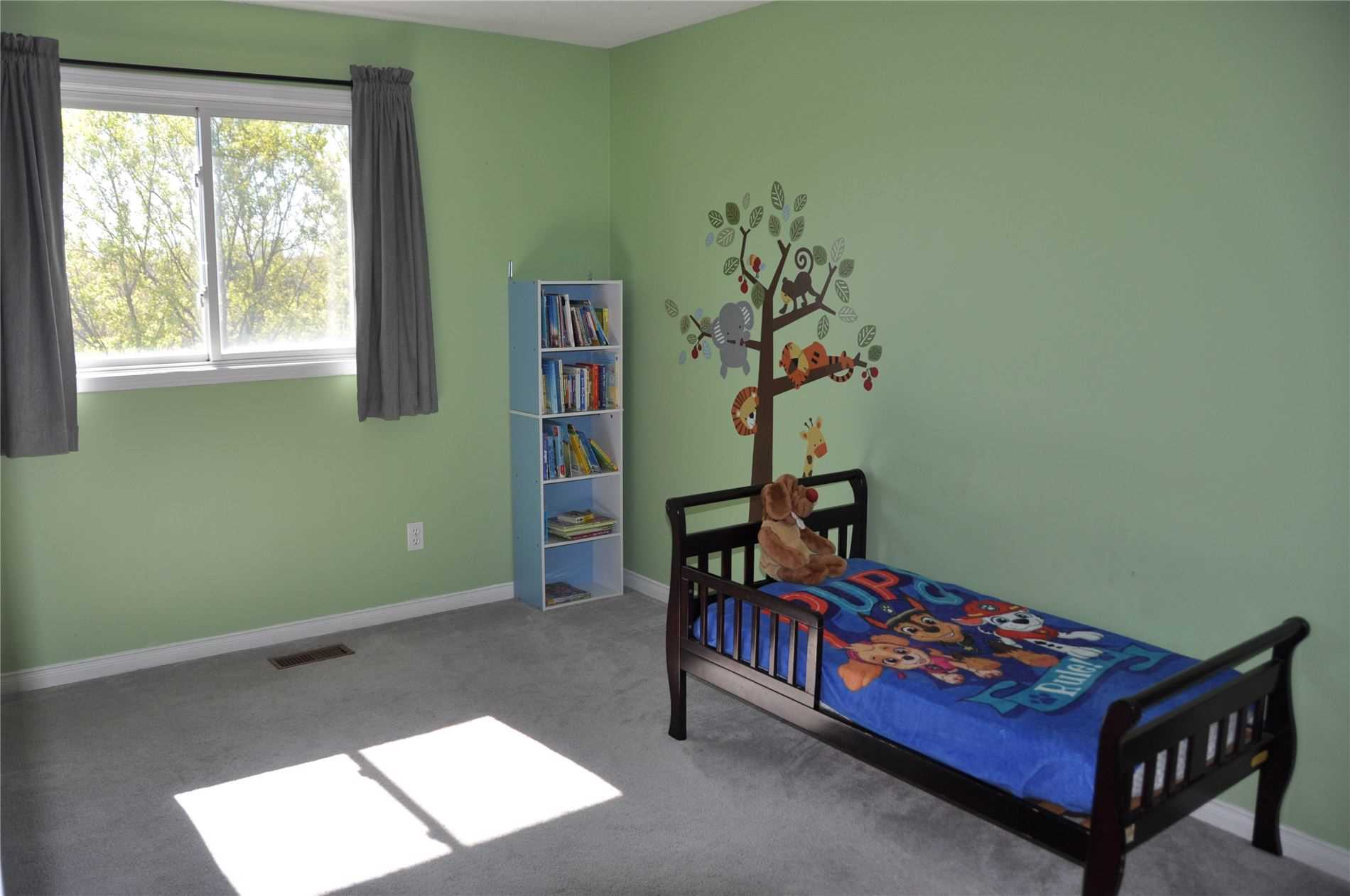 Image 12 of 12 showing inside of 3 Bedroom Condo Townhouse 2-Storey for Sale at 22 Macintyre Lane Unit# 11, Ajax L1T3X3
