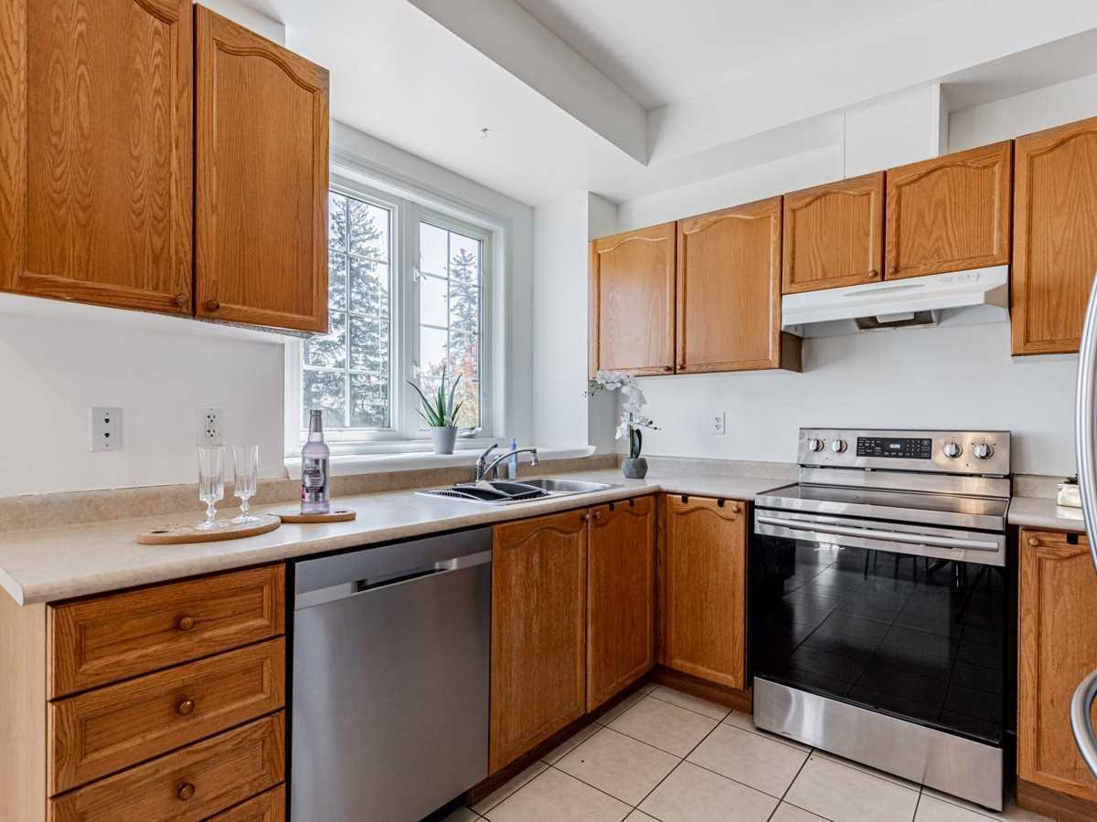 Image 4 of 22 showing inside of 3 Bedroom Condo Townhouse 2-Storey for Sale at 29 Annable Lane Unit# 29, Ajax L1S7S6