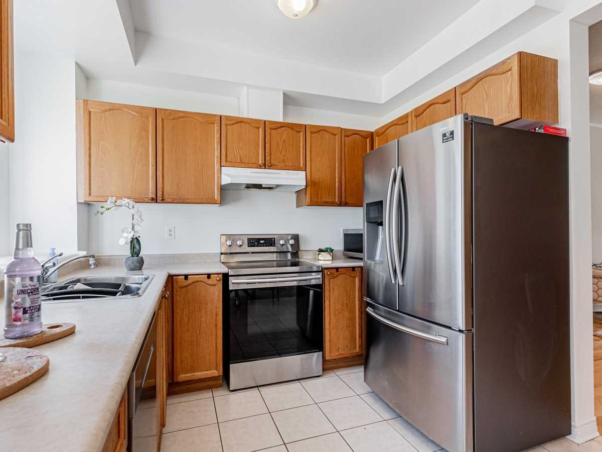 Image 5 of 22 showing inside of 3 Bedroom Condo Townhouse 2-Storey for Sale at 29 Annable Lane Unit# 29, Ajax L1S7S6