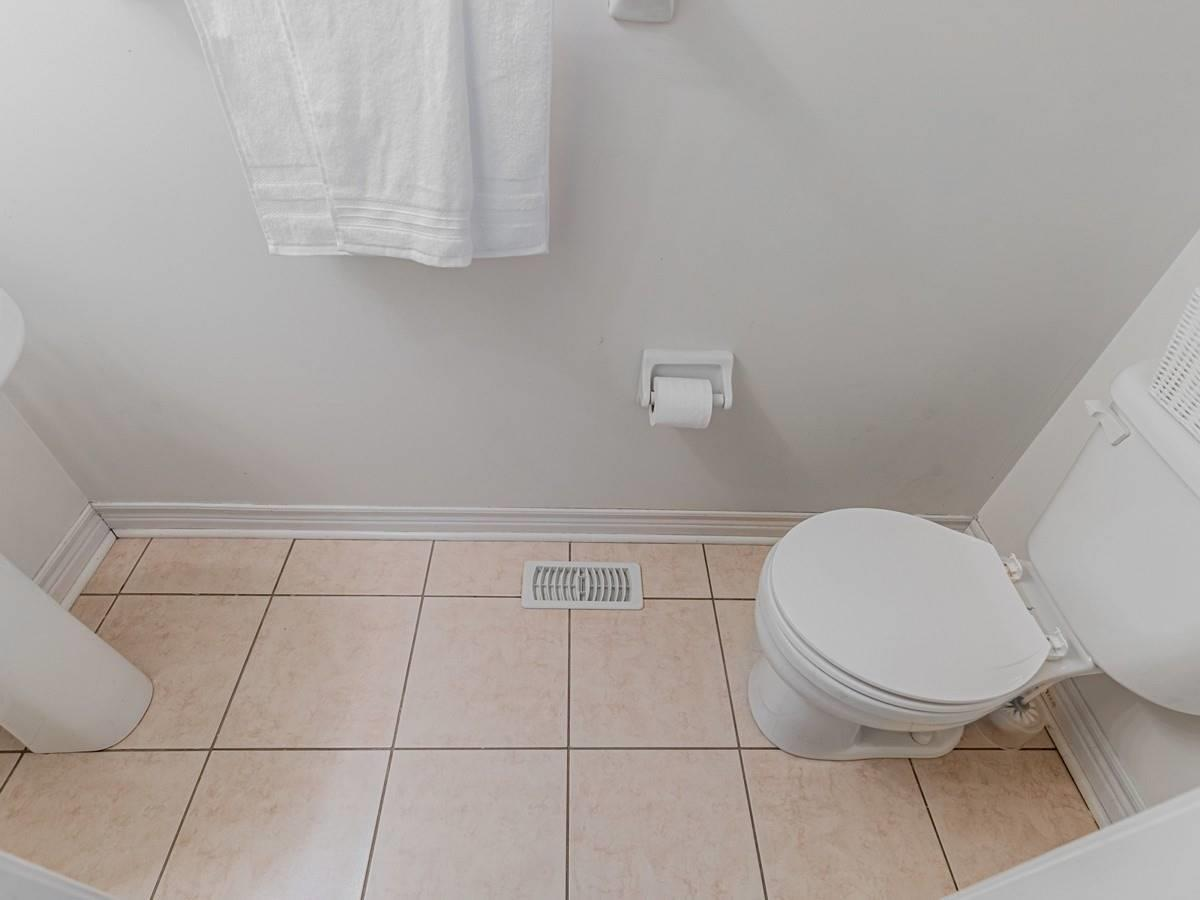 Image 8 of 22 showing inside of 3 Bedroom Condo Townhouse 2-Storey for Sale at 29 Annable Lane Unit# 29, Ajax L1S7S6
