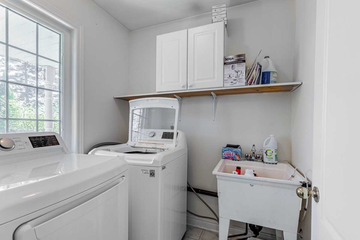 Image 15 of 22 showing inside of 3 Bedroom Condo Townhouse 2-Storey for Sale at 29 Annable Lane Unit# 29, Ajax L1S7S6