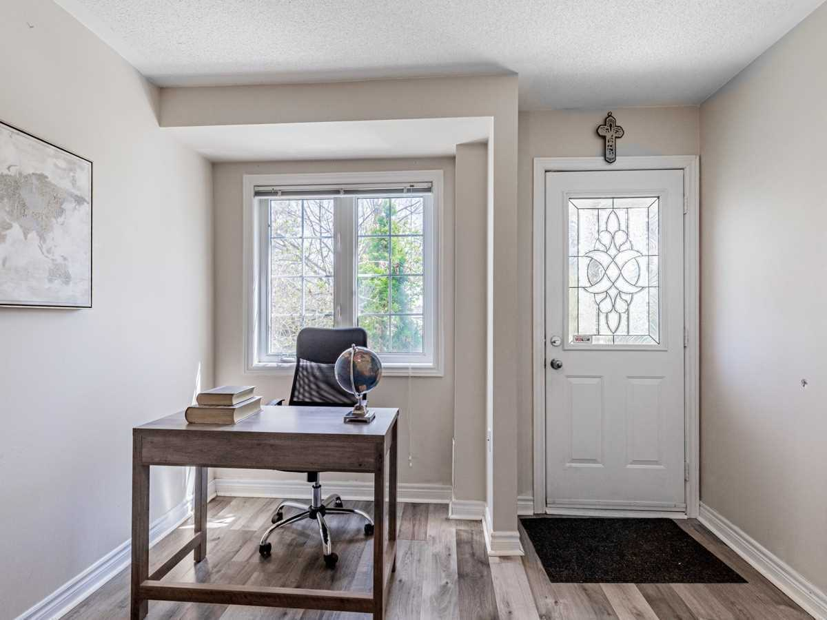 Image 17 of 22 showing inside of 3 Bedroom Condo Townhouse 2-Storey for Sale at 29 Annable Lane Unit# 29, Ajax L1S7S6