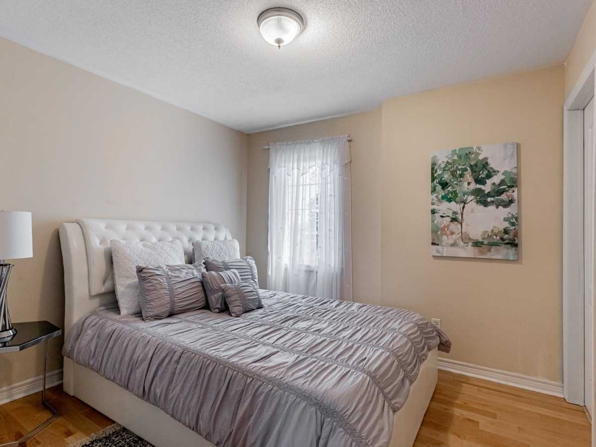Image 21 of 22 showing inside of 3 Bedroom Condo Townhouse 2-Storey for Sale at 29 Annable Lane Unit# 29, Ajax L1S7S6