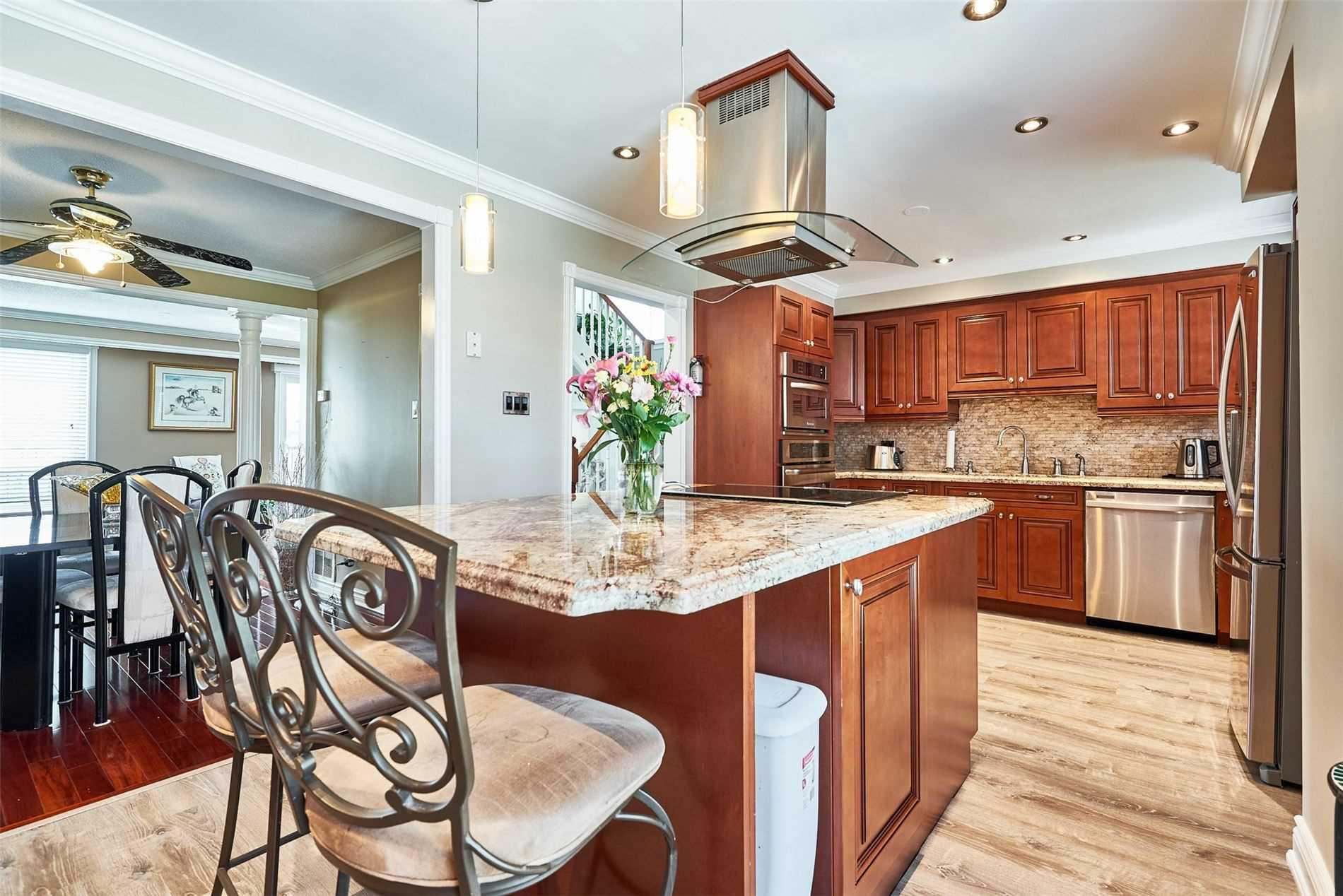 Image 2 of 33 showing inside of 3 Bedroom Condo Townhouse 2-Storey for Sale at 33 Clover Ridge Dr W Unit# 9, Ajax L1S3M5