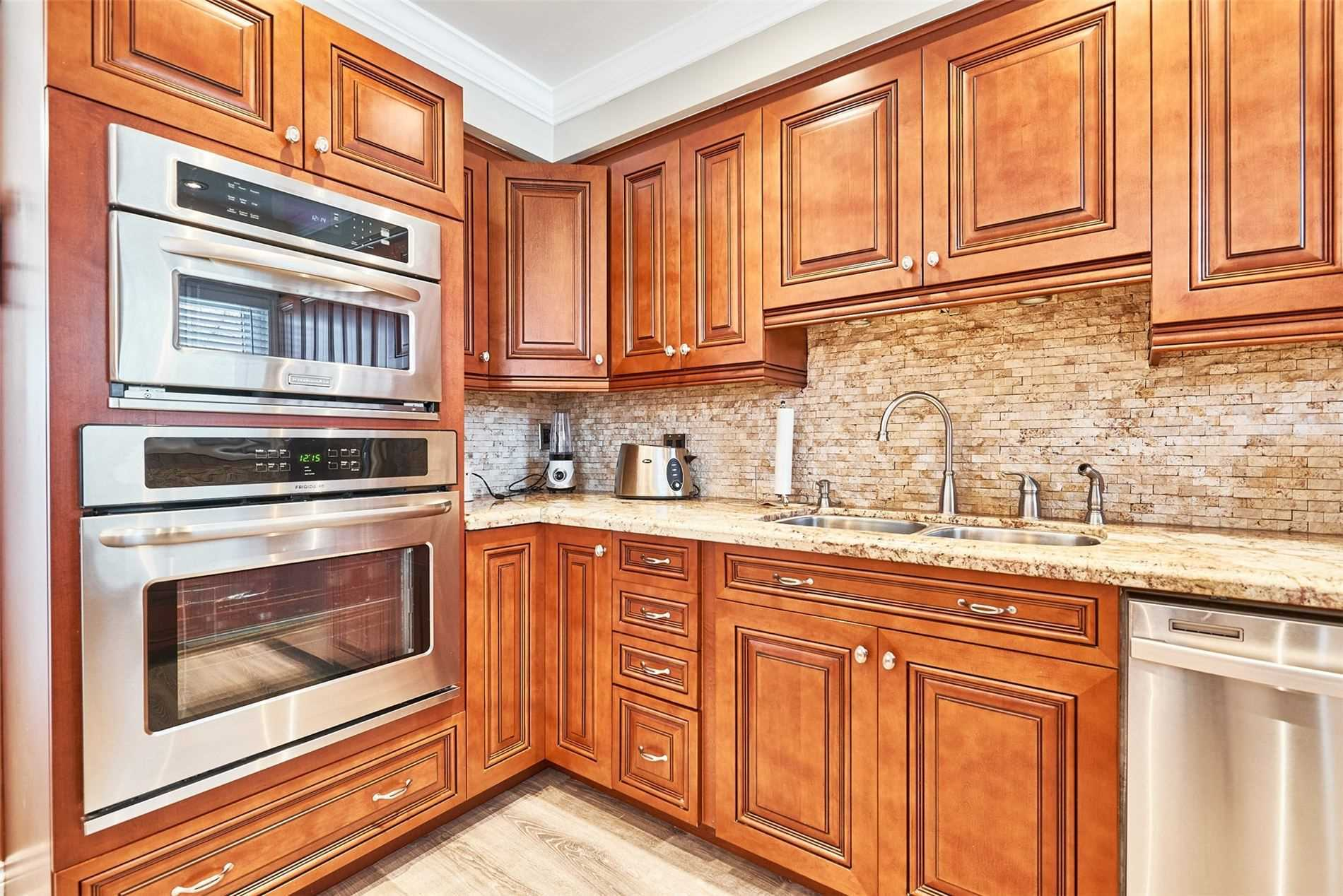 Image 3 of 33 showing inside of 3 Bedroom Condo Townhouse 2-Storey for Sale at 33 Clover Ridge Dr W Unit# 9, Ajax L1S3M5