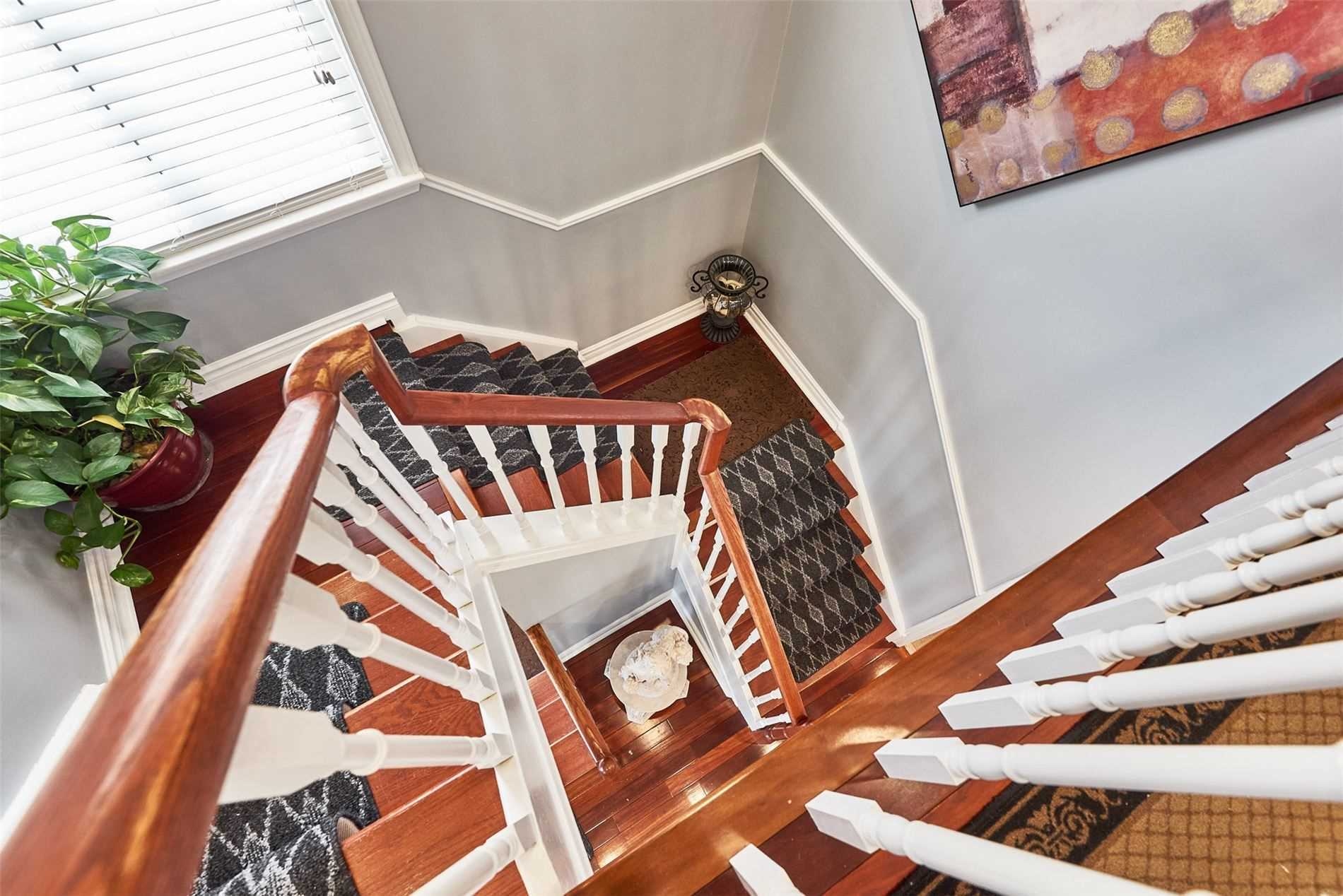Image 8 of 33 showing inside of 3 Bedroom Condo Townhouse 2-Storey for Sale at 33 Clover Ridge Dr W Unit# 9, Ajax L1S3M5