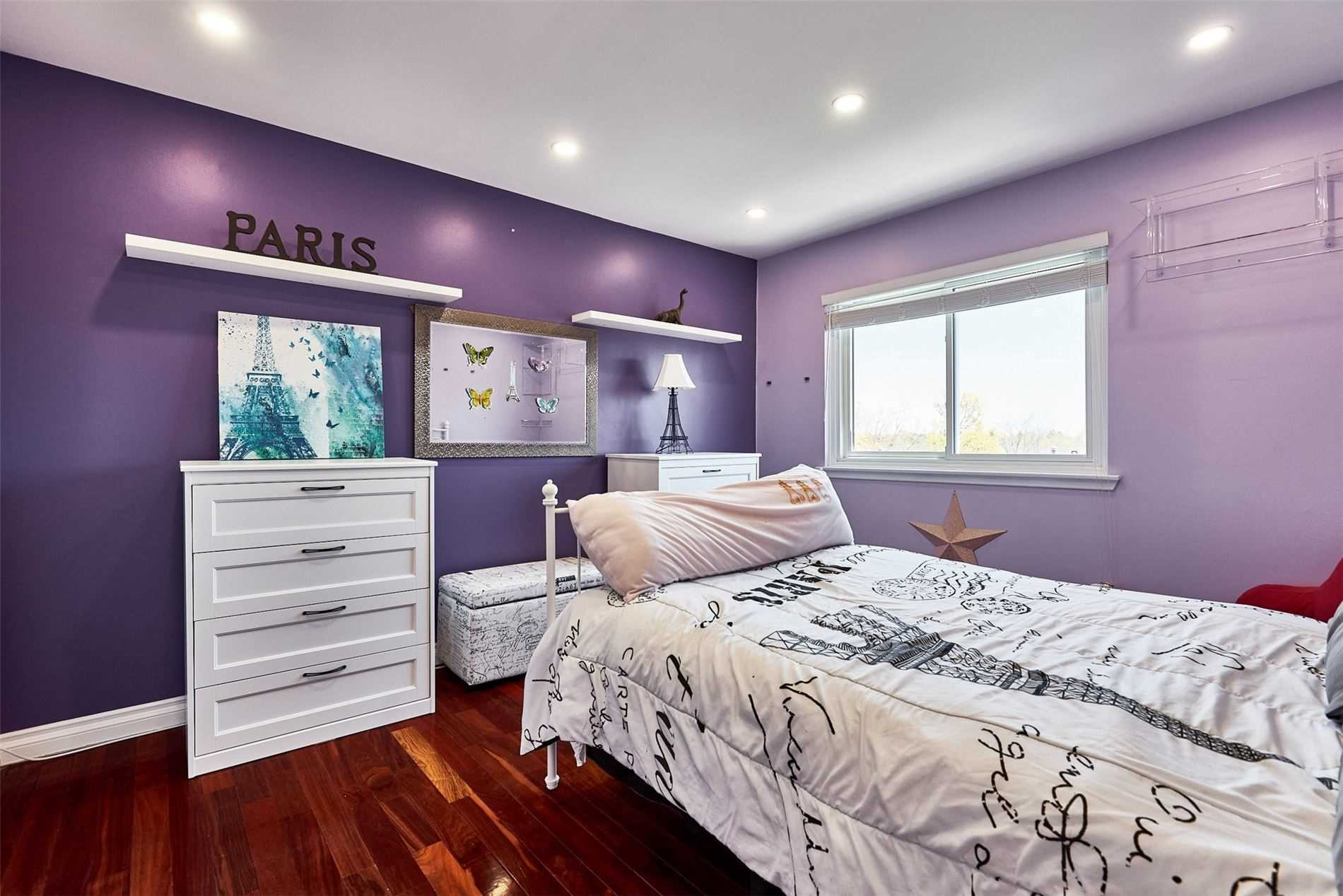 Image 10 of 33 showing inside of 3 Bedroom Condo Townhouse 2-Storey for Sale at 33 Clover Ridge Dr W Unit# 9, Ajax L1S3M5
