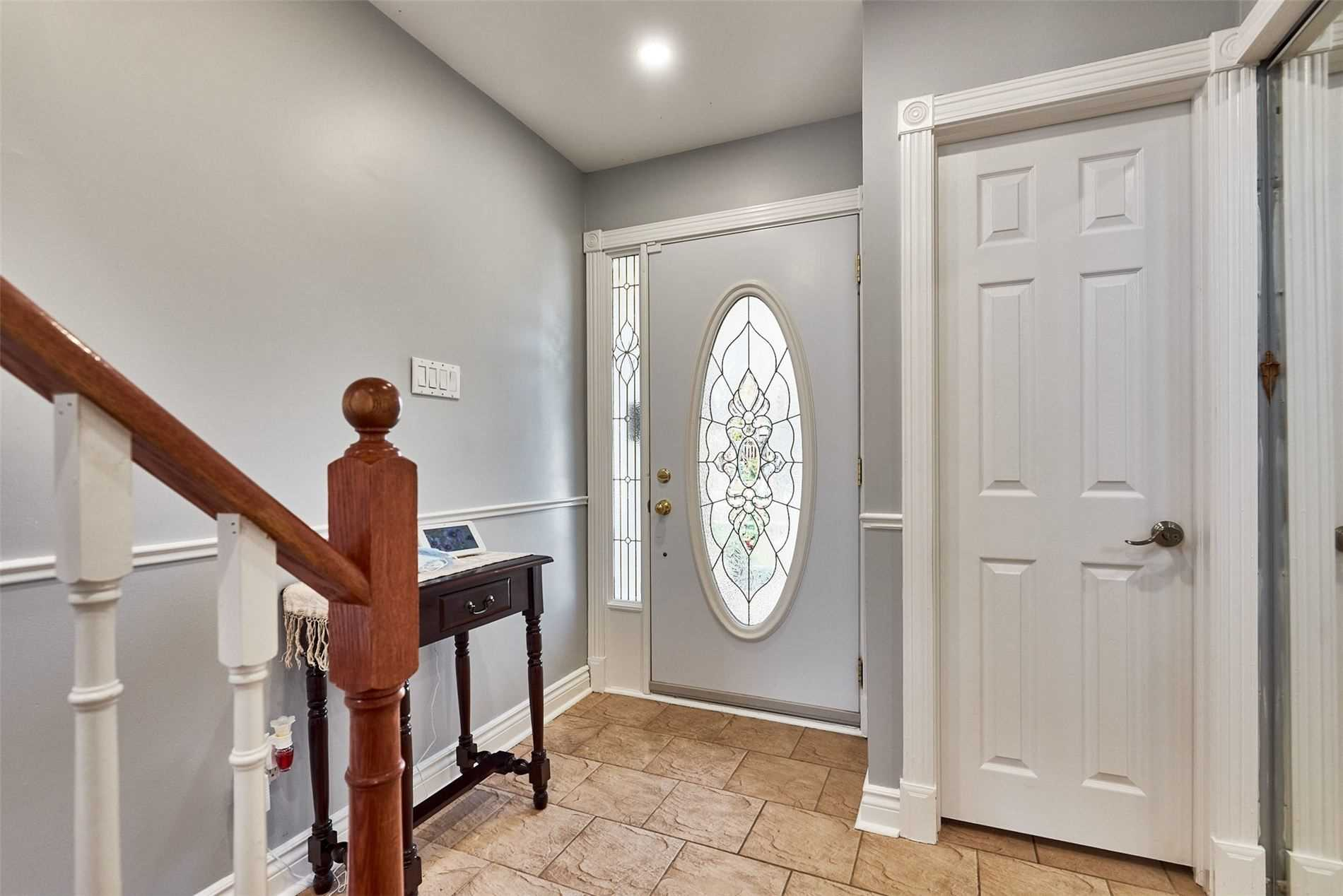Image 12 of 33 showing inside of 3 Bedroom Condo Townhouse 2-Storey for Sale at 33 Clover Ridge Dr W Unit# 9, Ajax L1S3M5