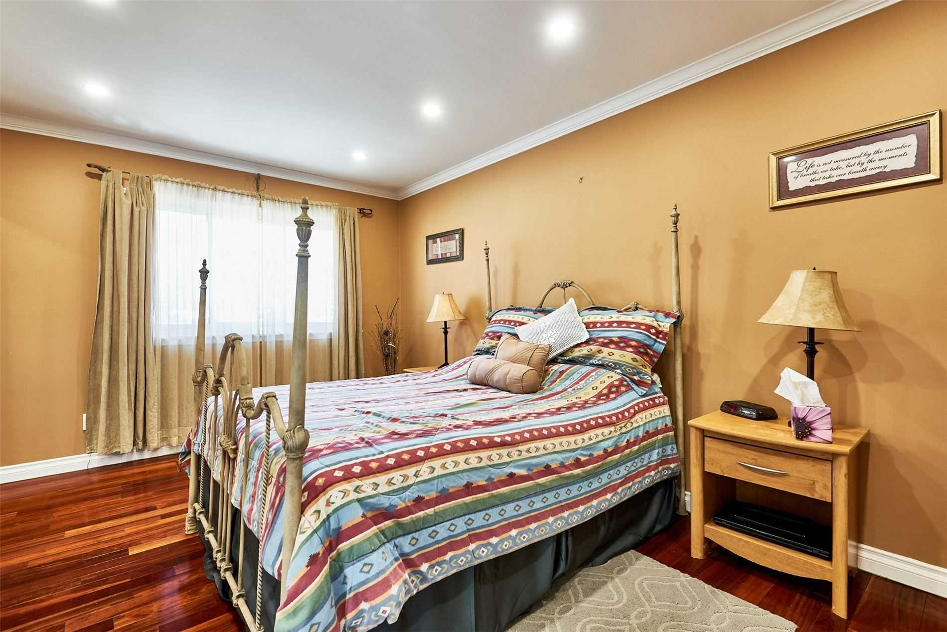 Image 13 of 33 showing inside of 3 Bedroom Condo Townhouse 2-Storey for Sale at 33 Clover Ridge Dr W Unit# 9, Ajax L1S3M5