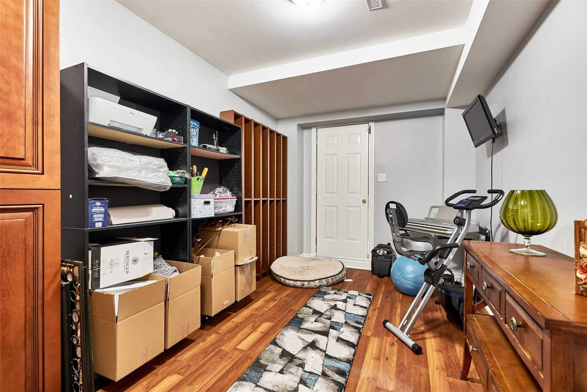 Image 19 of 33 showing inside of 3 Bedroom Condo Townhouse 2-Storey for Sale at 33 Clover Ridge Dr W Unit# 9, Ajax L1S3M5