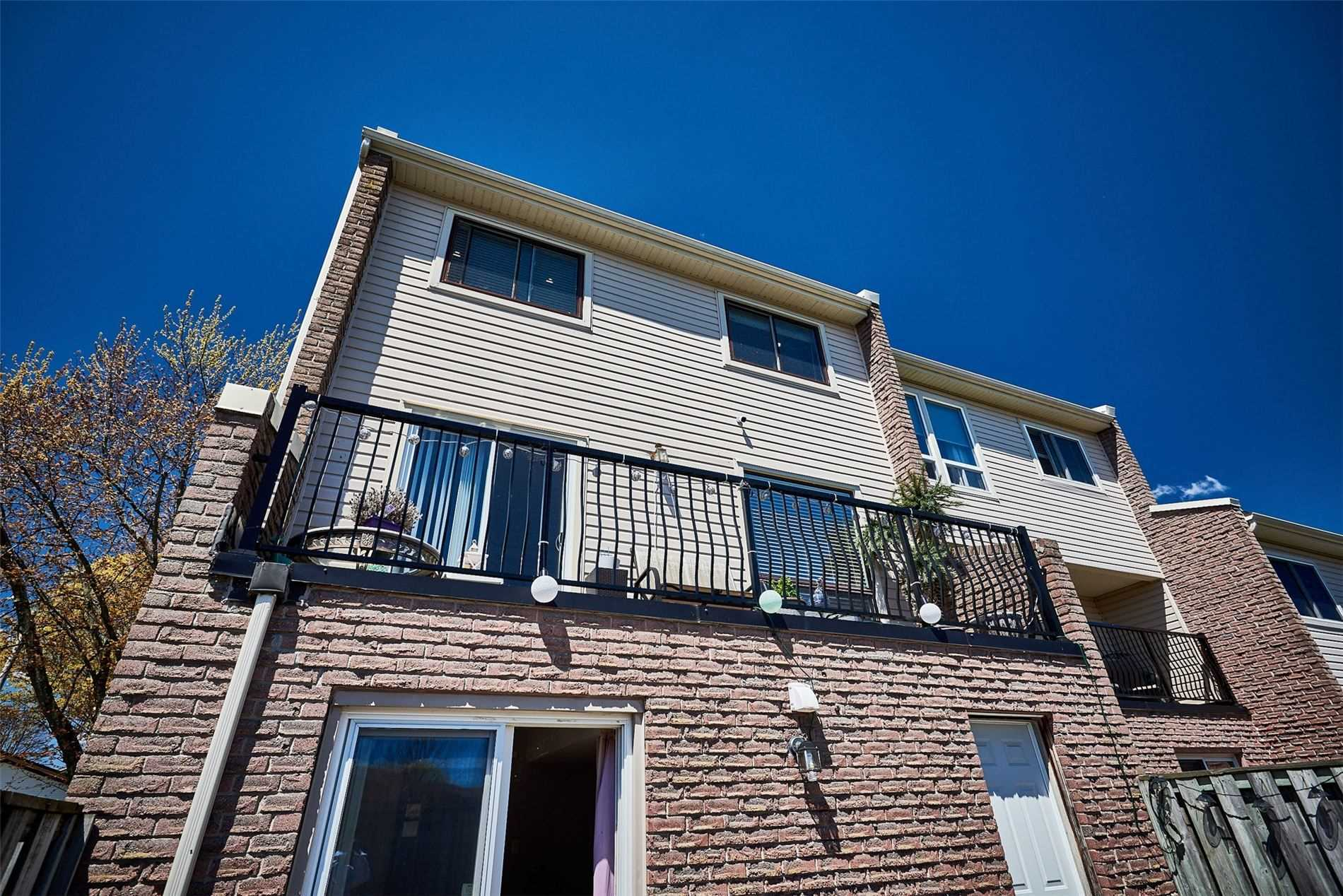 Image 21 of 33 showing inside of 3 Bedroom Condo Townhouse 2-Storey for Sale at 33 Clover Ridge Dr W Unit# 9, Ajax L1S3M5