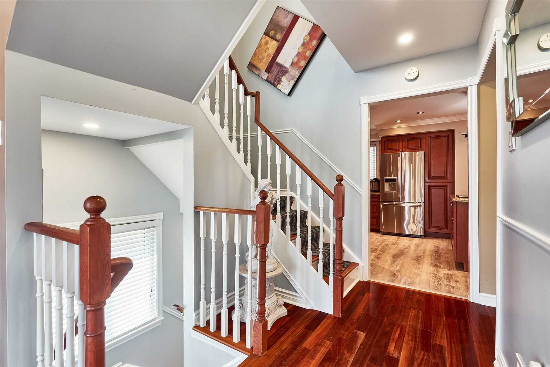 Image 28 of 33 showing inside of 3 Bedroom Condo Townhouse 2-Storey for Sale at 33 Clover Ridge Dr W Unit# 9, Ajax L1S3M5