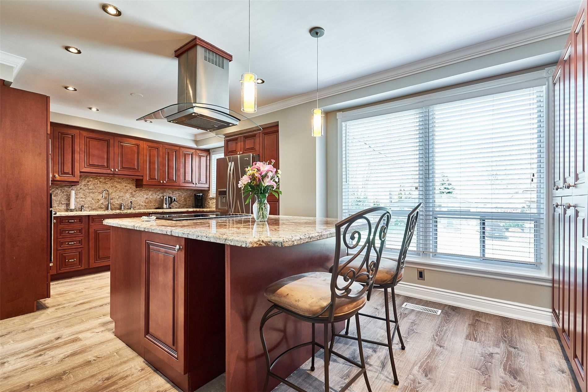 Image 33 of 33 showing inside of 3 Bedroom Condo Townhouse 2-Storey for Sale at 33 Clover Ridge Dr W Unit# 9, Ajax L1S3M5