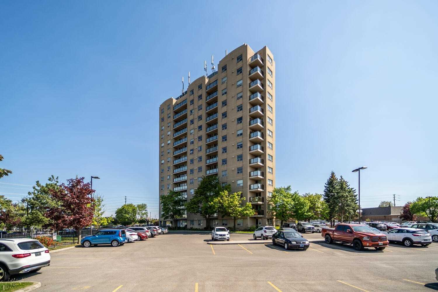 Image 12 of 25 showing inside of 2 Bedroom Condo Apt Apartment for Sale at 2 Westney Rd N Unit# 1203, Ajax L1T3H3