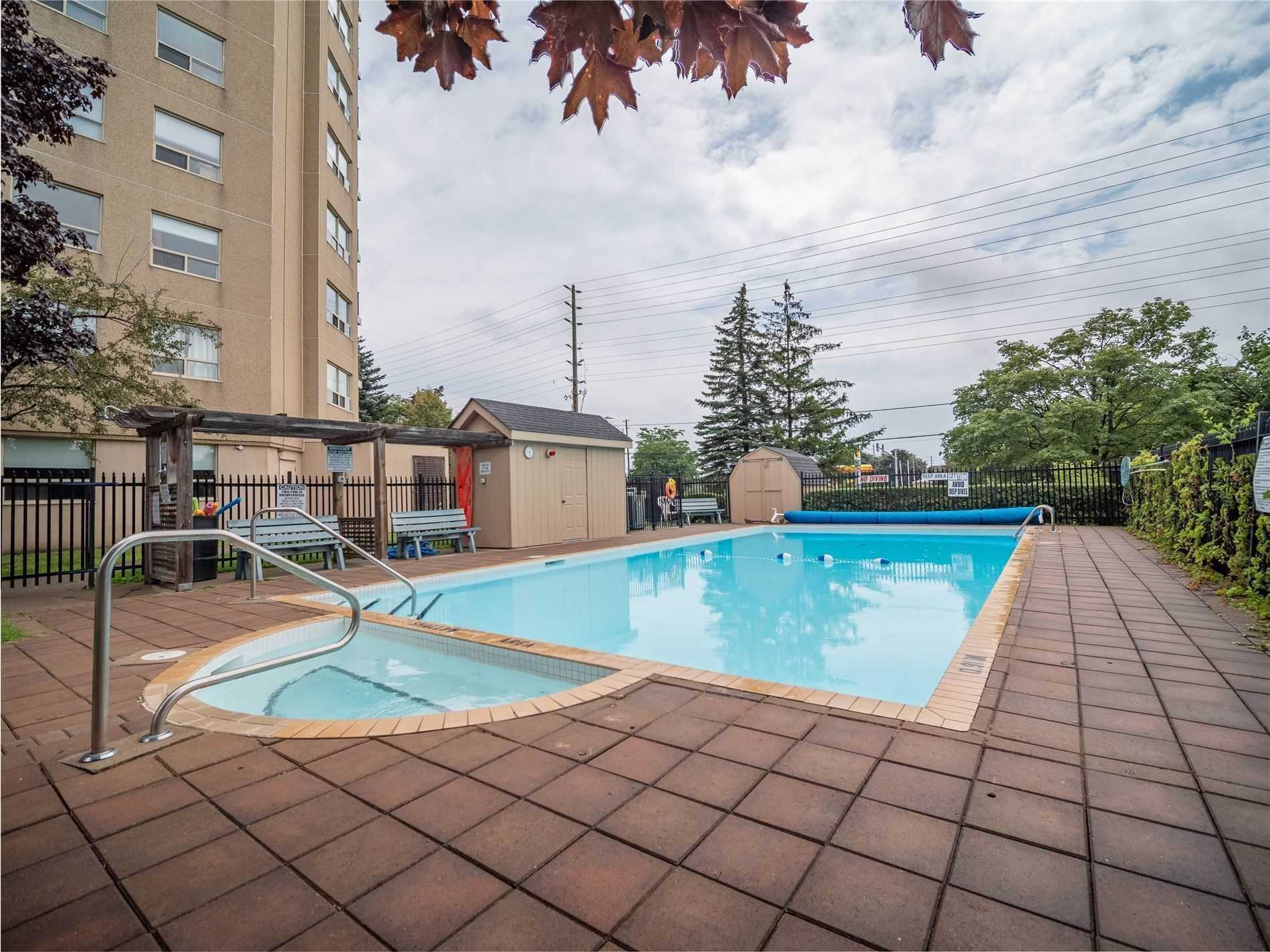 Image 17 of 25 showing inside of 2 Bedroom Condo Apt Apartment for Sale at 2 Westney Rd N Unit# 1203, Ajax L1T3H3