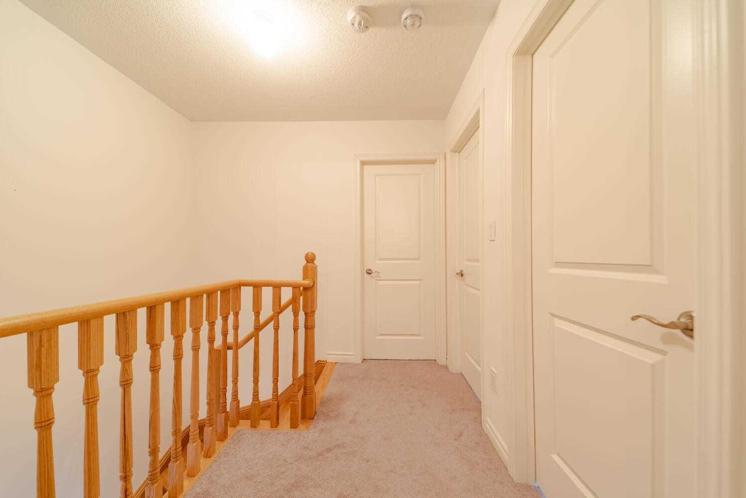 Image 19 of 40 showing inside of 3 Bedroom Condo Townhouse 2-Storey for Sale at 2738 William Jackson Dr Unit# 6, Pickering L1X0E6