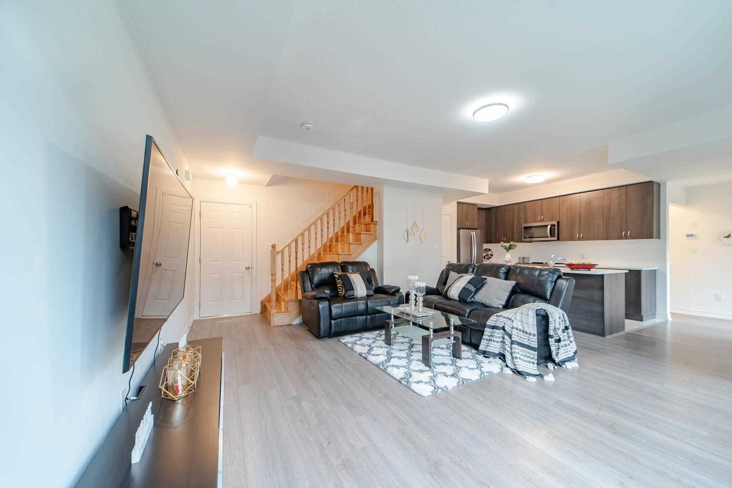 Image 36 of 40 showing inside of 3 Bedroom Condo Townhouse 2-Storey for Sale at 2738 William Jackson Dr Unit# 6, Pickering L1X0E6