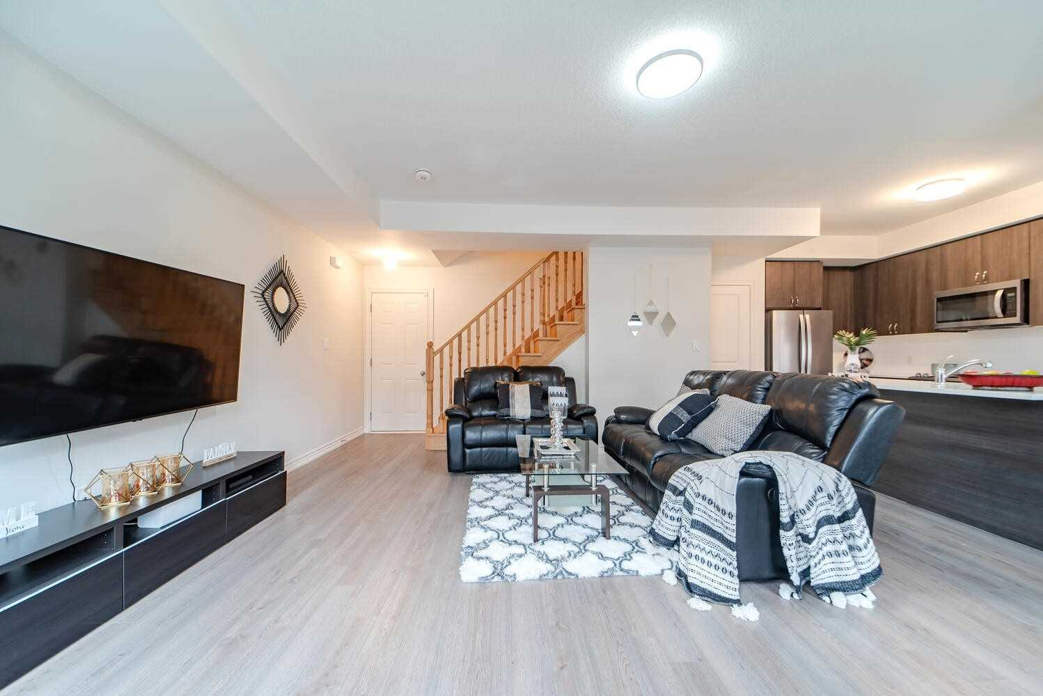 Image 37 of 40 showing inside of 3 Bedroom Condo Townhouse 2-Storey for Sale at 2738 William Jackson Dr Unit# 6, Pickering L1X0E6