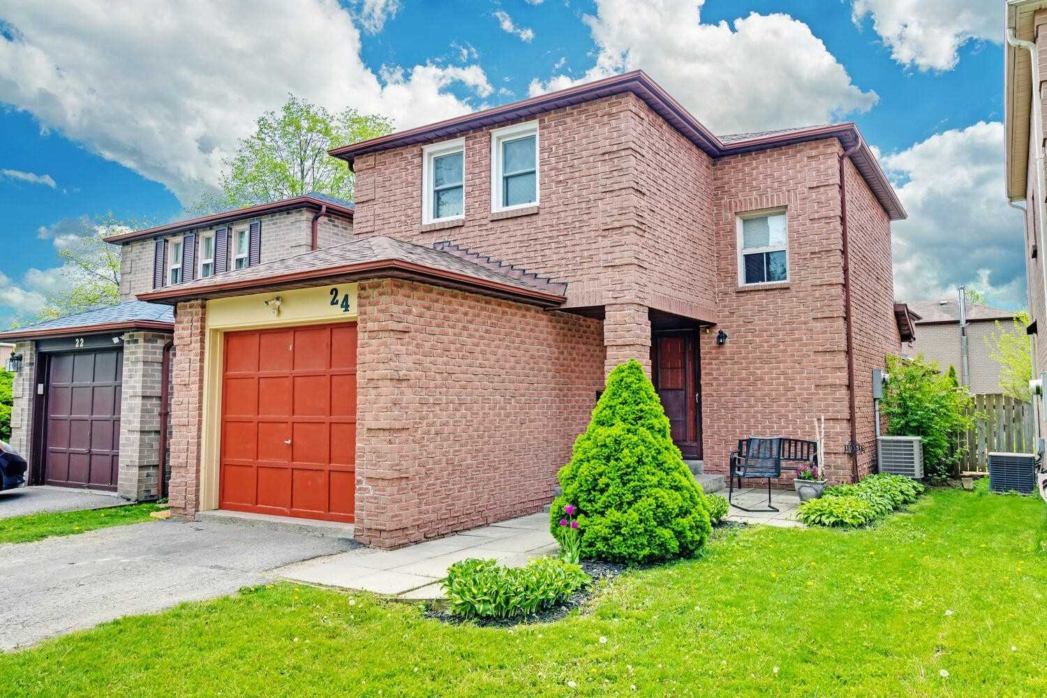 pictures of house for sale MLS: E5244391 located at 24 Stockbridge Cres, Ajax L1T2G7