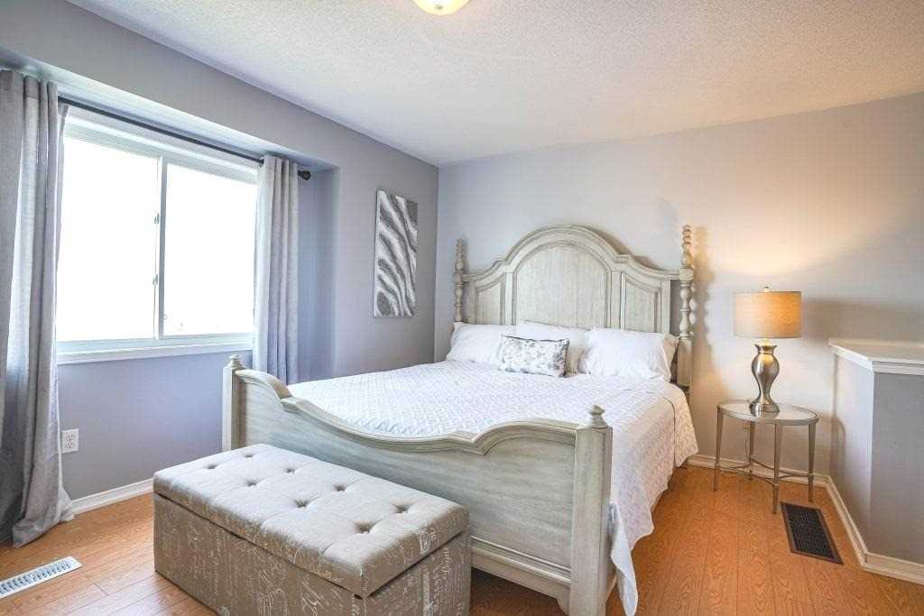 Image 9 of 25 showing inside of 3 Bedroom Condo Townhouse 3-Storey for Sale at 68 Oakins Lane W Unit# 34, Ajax L1T0H1