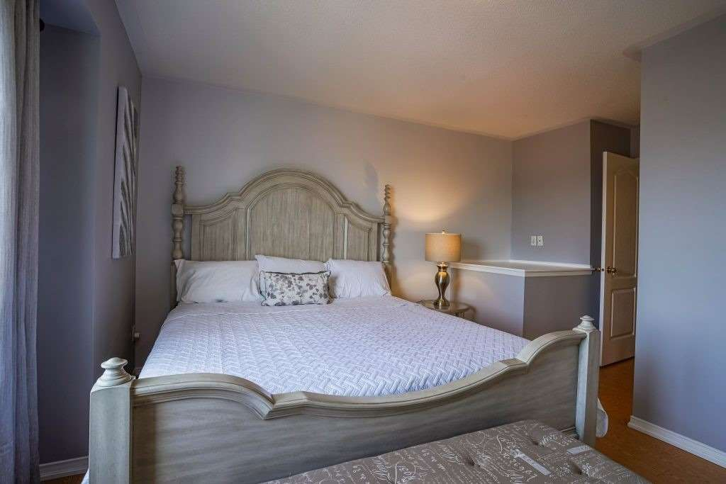 Image 10 of 25 showing inside of 3 Bedroom Condo Townhouse 3-Storey for Sale at 68 Oakins Lane W Unit# 34, Ajax L1T0H1