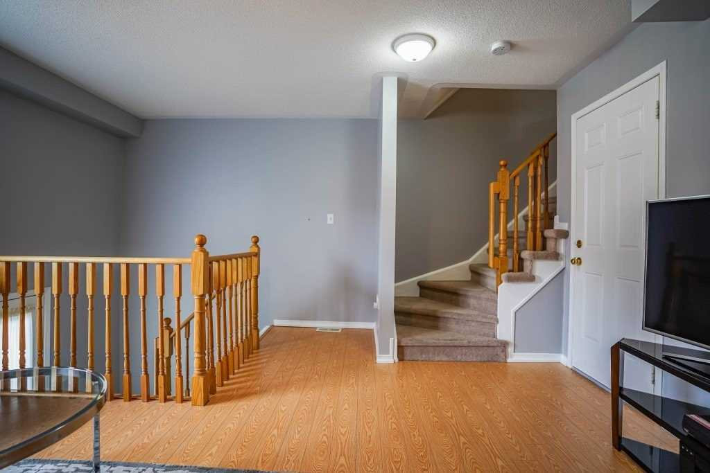 Image 15 of 25 showing inside of 3 Bedroom Condo Townhouse 3-Storey for Sale at 68 Oakins Lane W Unit# 34, Ajax L1T0H1