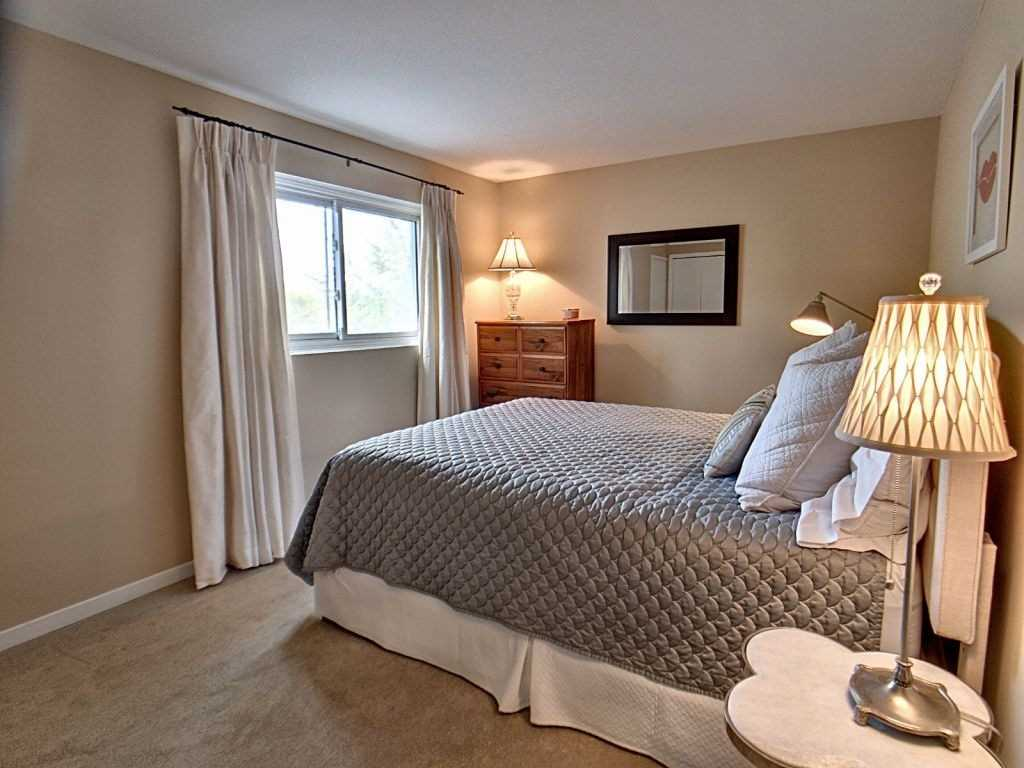 Image 4 of 23 showing inside of 3 Bedroom Condo Townhouse 2-Storey for Sale at 35 Robbie Cres Unit# 57, Ajax L1S3N1
