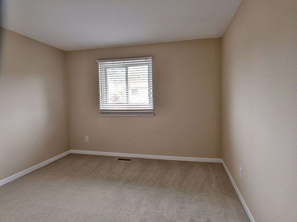 Image 7 of 23 showing inside of 3 Bedroom Condo Townhouse 2-Storey for Sale at 35 Robbie Cres Unit# 57, Ajax L1S3N1