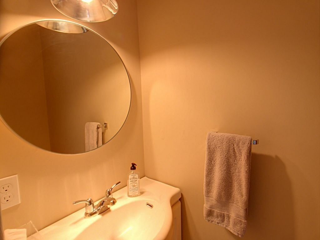 Image 9 of 23 showing inside of 3 Bedroom Condo Townhouse 2-Storey for Sale at 35 Robbie Cres Unit# 57, Ajax L1S3N1