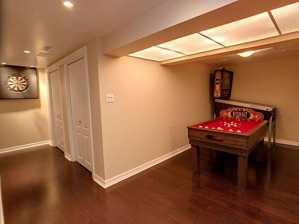Image 10 of 23 showing inside of 3 Bedroom Condo Townhouse 2-Storey for Sale at 35 Robbie Cres Unit# 57, Ajax L1S3N1