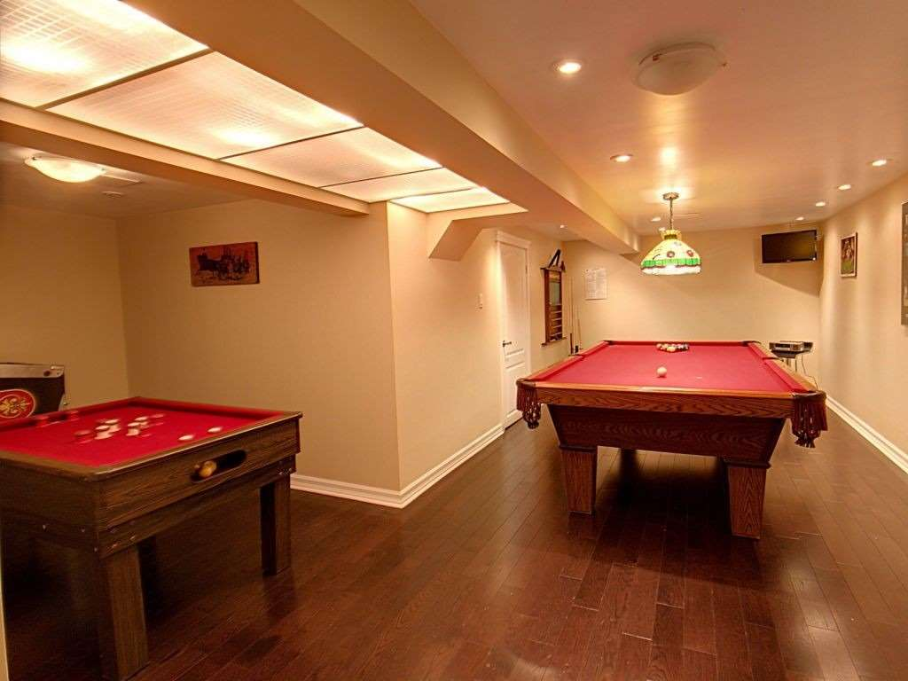 Image 11 of 23 showing inside of 3 Bedroom Condo Townhouse 2-Storey for Sale at 35 Robbie Cres Unit# 57, Ajax L1S3N1