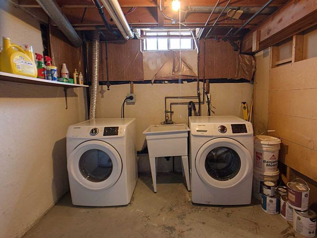 Image 13 of 23 showing inside of 3 Bedroom Condo Townhouse 2-Storey for Sale at 35 Robbie Cres Unit# 57, Ajax L1S3N1