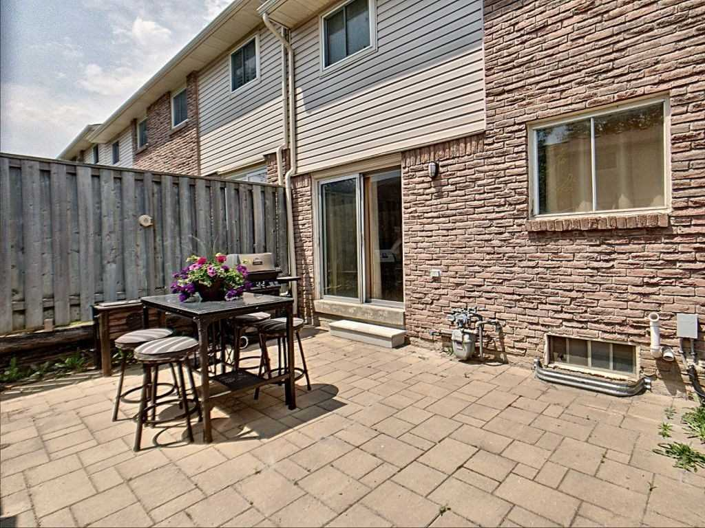 Image 14 of 23 showing inside of 3 Bedroom Condo Townhouse 2-Storey for Sale at 35 Robbie Cres Unit# 57, Ajax L1S3N1