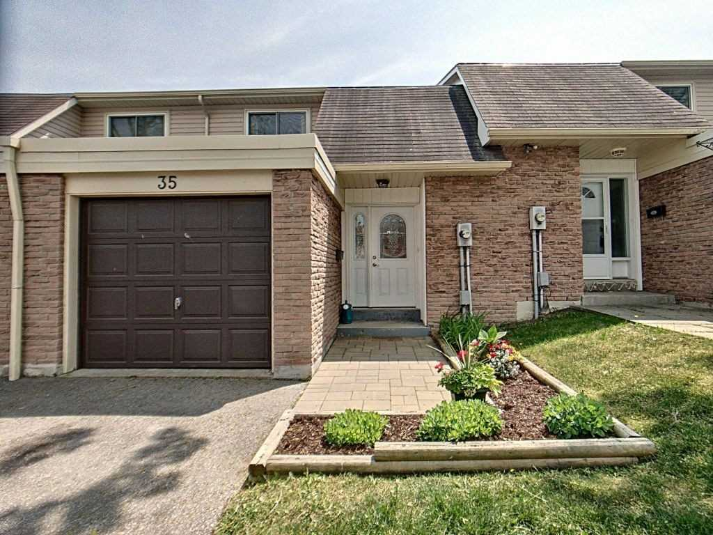 Image 16 of 23 showing inside of 3 Bedroom Condo Townhouse 2-Storey for Sale at 35 Robbie Cres Unit# 57, Ajax L1S3N1