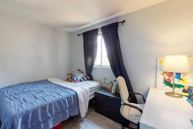 Image 7 of 29 showing inside of 3 Bedroom Det Condo 2-Storey for Sale at 80 Lucas Lane Unit# 75, Ajax L1S3P8