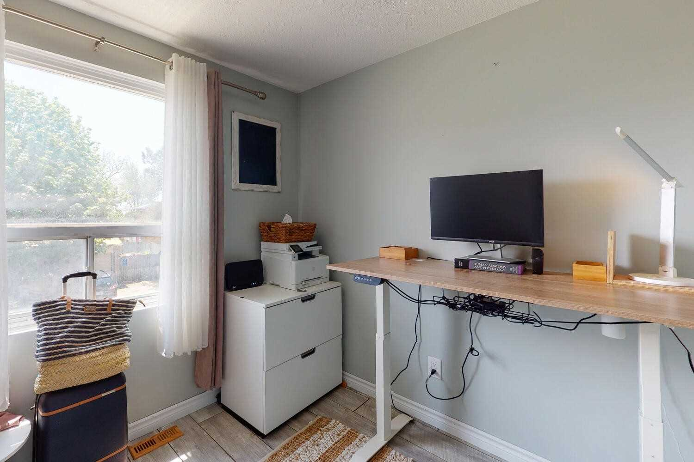 Image 8 of 29 showing inside of 3 Bedroom Det Condo 2-Storey for Sale at 80 Lucas Lane Unit# 75, Ajax L1S3P8