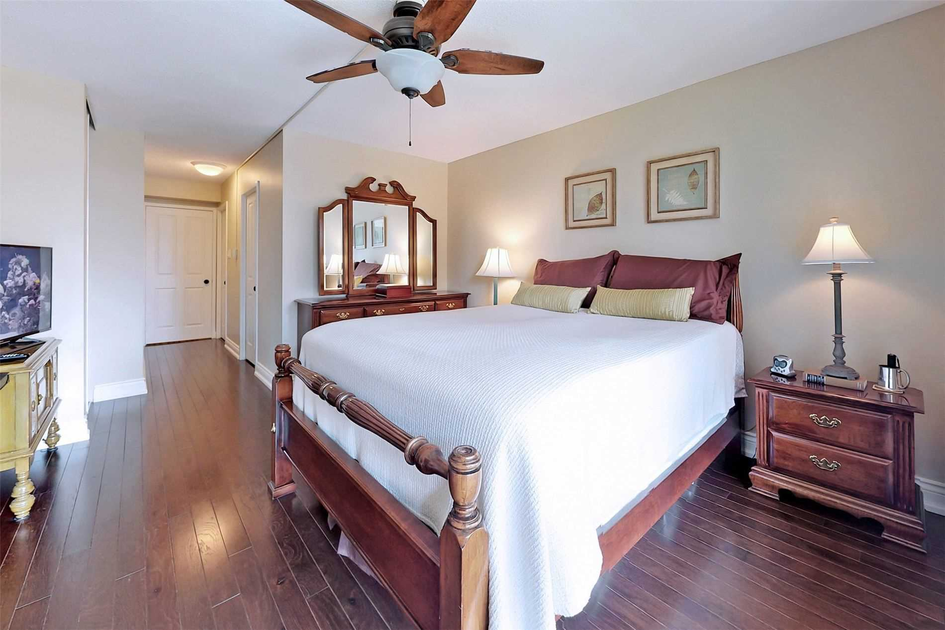 Image 10 of 40 showing inside of 2 Bedroom Condo Apt 2-Storey for Sale at 25 Cumberland Lane Unit# 105, Ajax L1S7K1